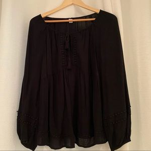 BARELY WORN: black flowy old navy blouse